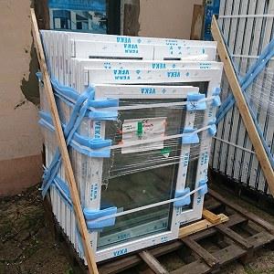 Przesyłki 4 sztuki stojaków z oknami