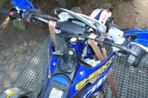 mocowanie motocykla na przyczepie
