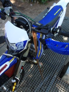 mocowanie motocykla na przyczepie 3