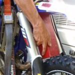 przewóz motocykla - transport_motocykli_07_blokada_zawieszenia