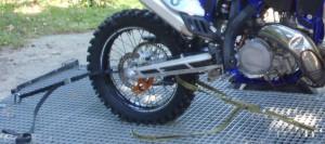 mocowanie motocykla na przyczepie 2