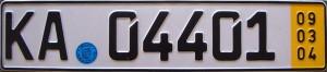 niemiecka tablica rejestracyjna z żółtym paskiem
