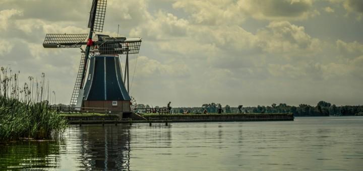 Ile kosztuje transport paczek do Holandii?