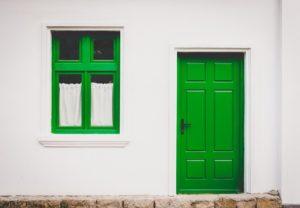 Jak zorganizować transport drzwi?